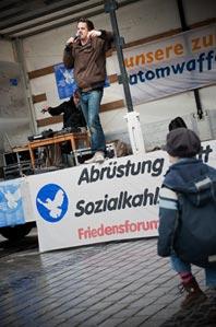 """""""Die Bandbreite"""" als Friedensaktivisten"""